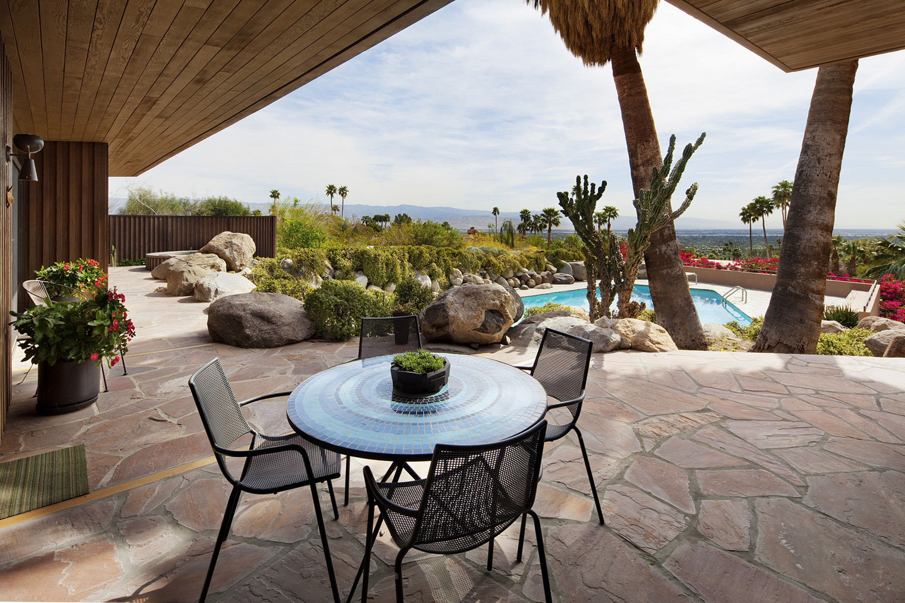 Edris House exterior patio, Palm Springs. Janie Fitzgerald Los Angeles architectural photography.
